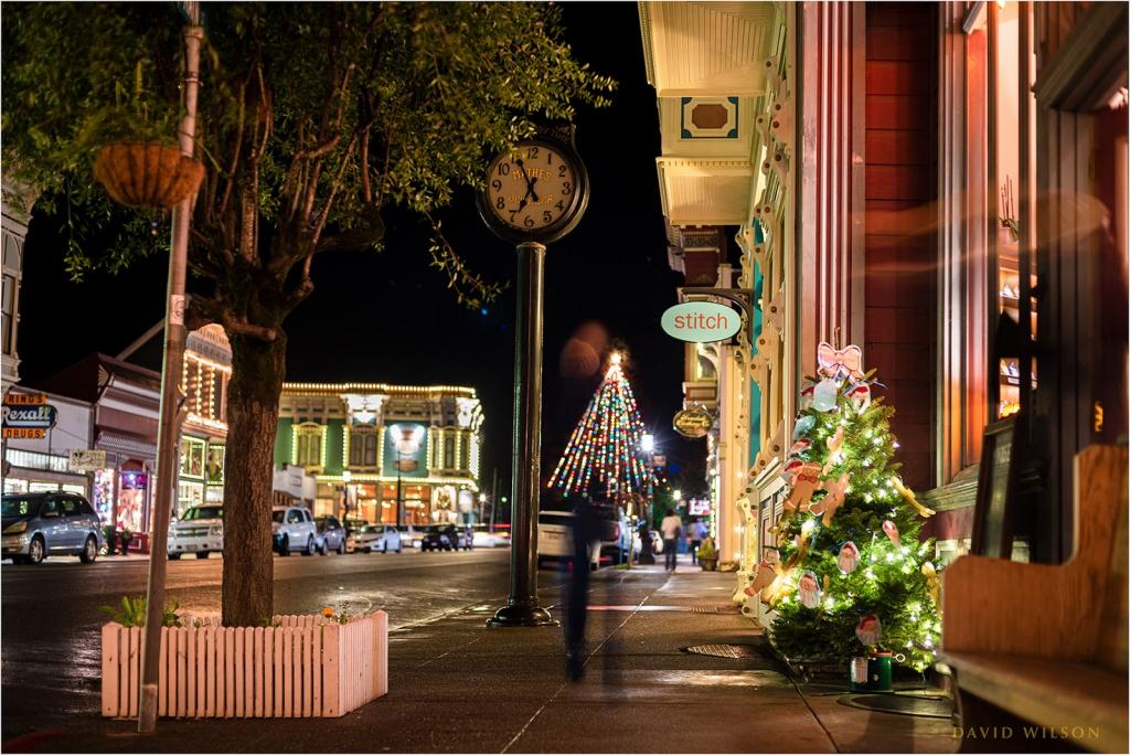 Ferndale, CA christmas sidewalk scene